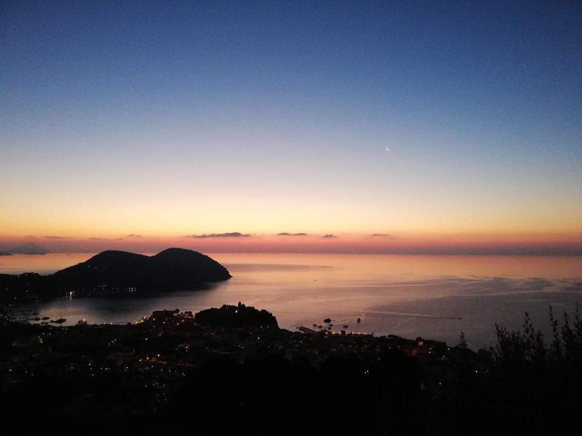 amanecer en lipari - islas mediterraneo - Italia
