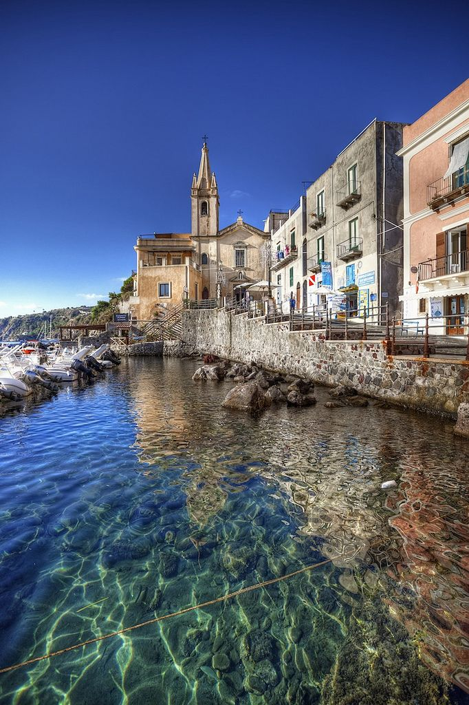 Marina Corta - puerto pequeño de Lipari